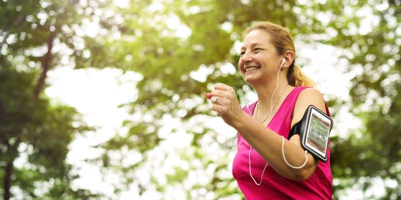 Begrepp för passform för genomkörare för aktivitet för Cardio kondition för övning vård- arkivfoton