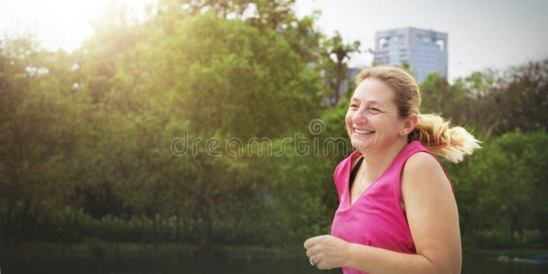 Begrepp för passform för genomkörare för aktivitet för Cardio kondition för övning vård- arkivfoto