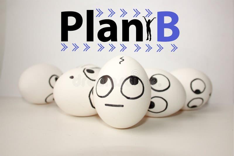 Begrepp för plan b roliga ägg fotografering för bildbyråer