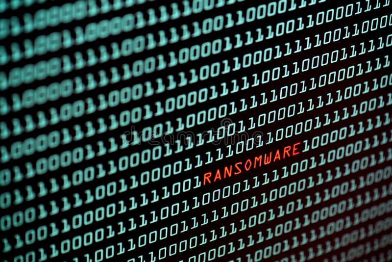 Begrepp för Ransomware eller Wannacry text och för binär kod från skärmen för skrivbords- dator, selektiv fokus, begrepp för säke royaltyfri bild