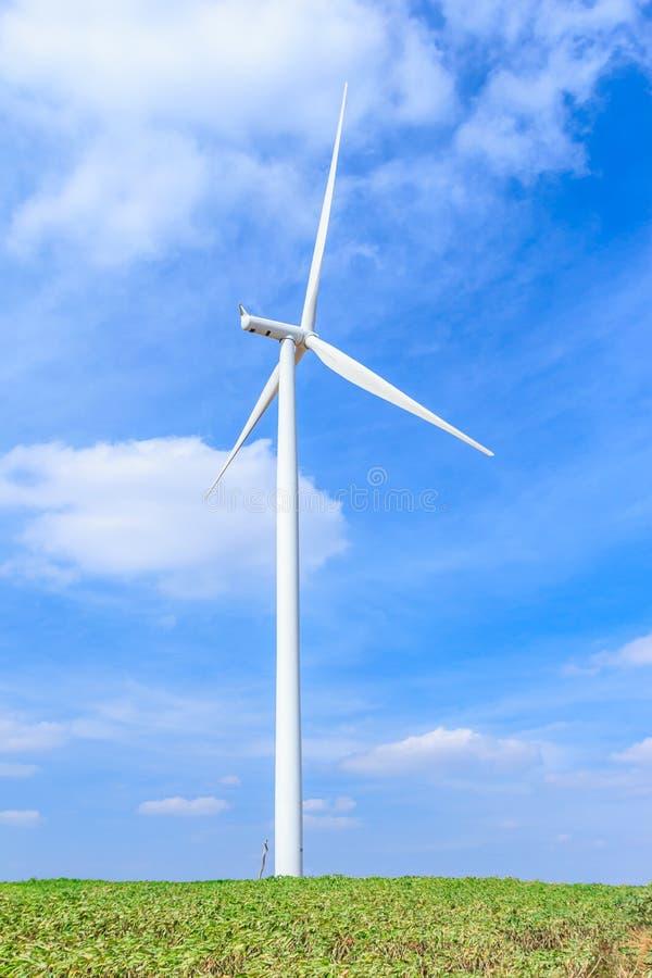 Begrepp för ren energi för vindturbin fotografering för bildbyråer