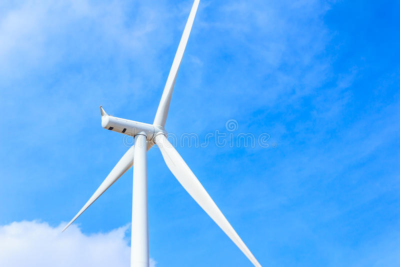 Begrepp för ren energi för vindturbin arkivfoton