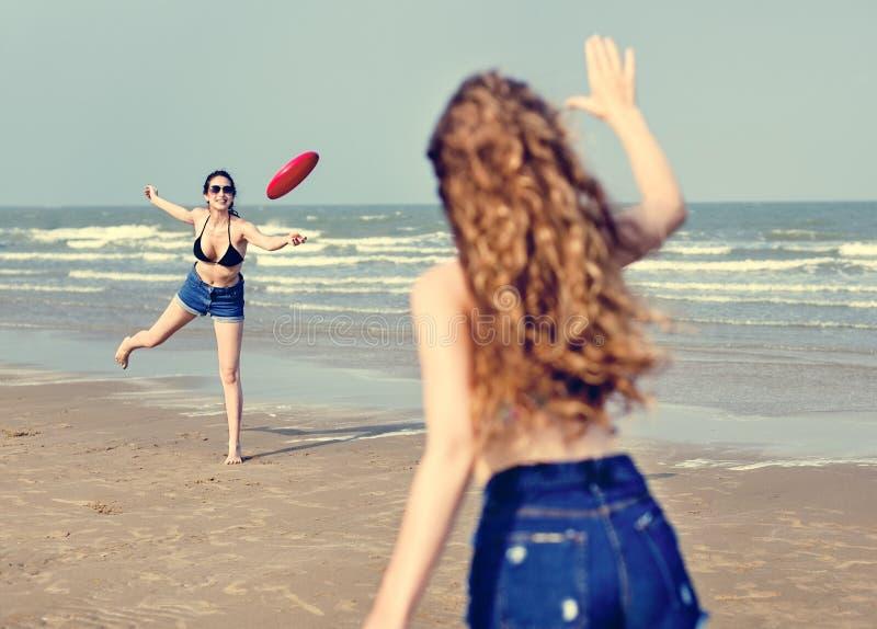 Begrepp för samhörighetskänsla för semester för ferie för flickastrandsommar royaltyfria foton