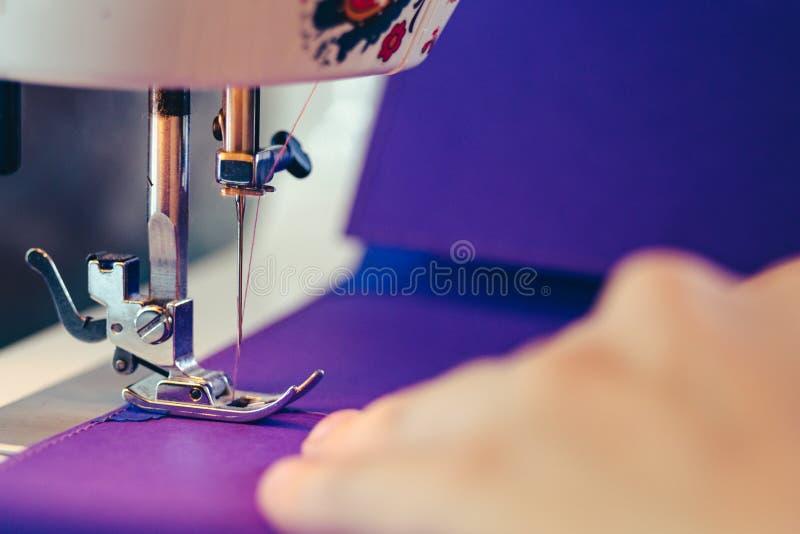 Begrepp för Scrapbooking designsymaskin arkivfoto