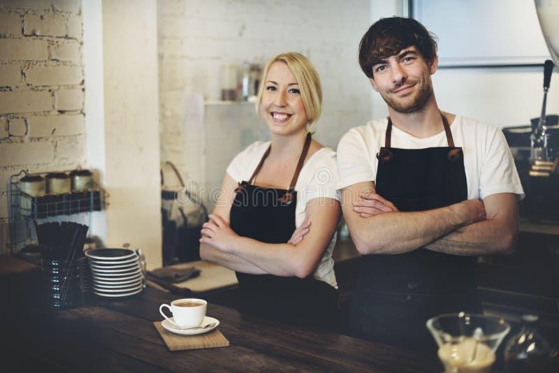 Begrepp för service för förberedelse för kaffe för Barista kafédanande arkivfoto