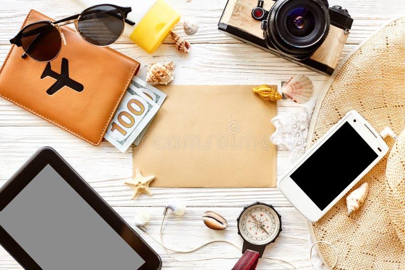 Begrepp för sommarloppreslust, utrymme för text, lekmanna- lägenhet Empt arkivbild