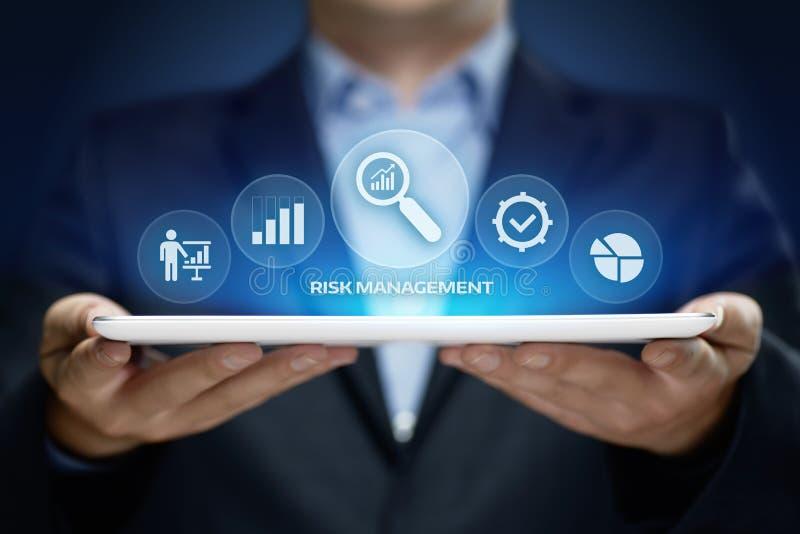 Begrepp för teknologi för affär för internet för investering för finans för plan för riskledningstrategi royaltyfri foto