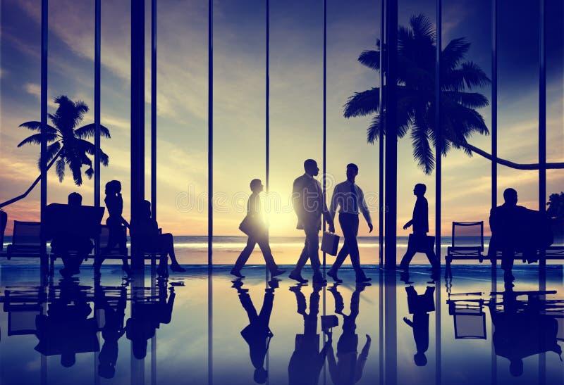 Begrepp för terminal för flygplats för tur för strand för lopp för affärsfolk fotografering för bildbyråer