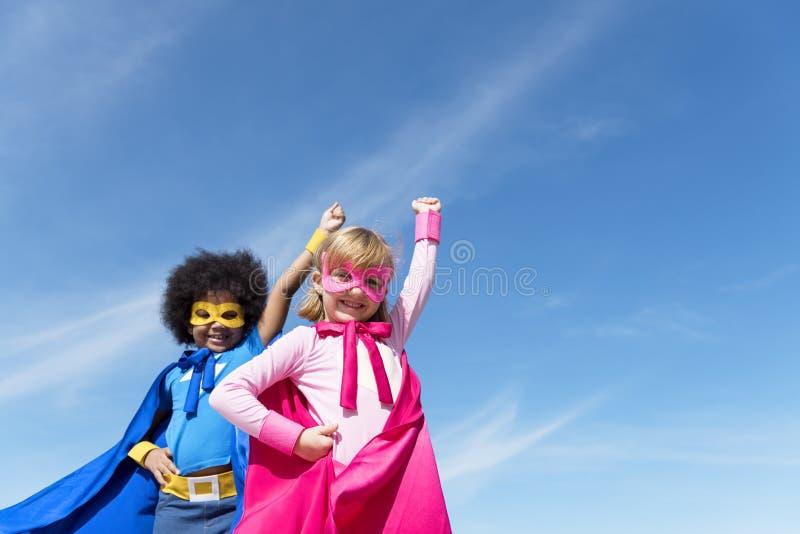 Begrepp för toppen hjälte för barnbarndom arkivbild