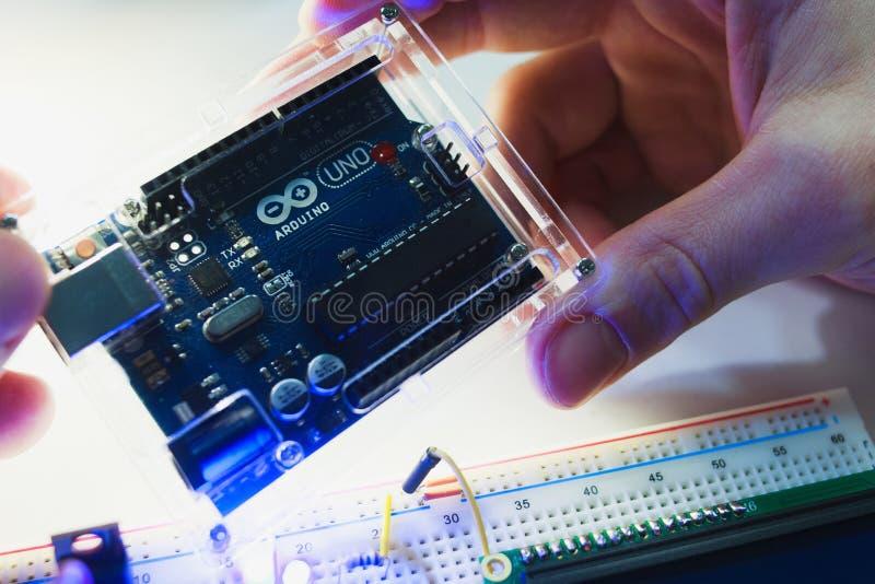 Begrepp för uno för smart mikrokontrollerarduino modernt arkivfoto