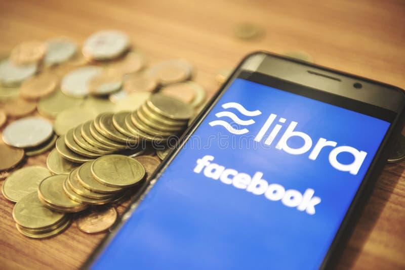 Begrepp för Vågmyntblockchain/ny projektlibra som en cryptocurrency som lanseras av Facebook, ser till konventionell digital valu arkivfoton