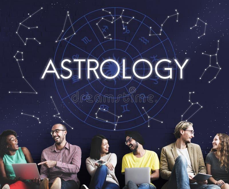 Begrepp för zodiak för öde för förmögenhet för astrologistjärnahoroskop träffande royaltyfri bild