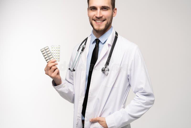 Begrepp f?r apotek f?r h?lsov?rd f?r manligt piller f?r doktor h?llande ett medicinskt fotografering för bildbyråer