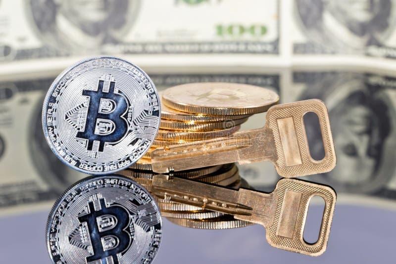 Begrepp: pengar som investerar i skyddade cryptocurrencies royaltyfria foton