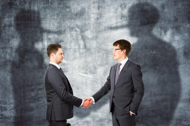 begrepp som förbinder för partnerskappussel för fyra händer teamwork royaltyfri fotografi