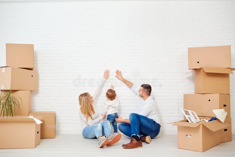 Begreppet av att flytta en familj till ett nytt hem fotografering för bildbyråer