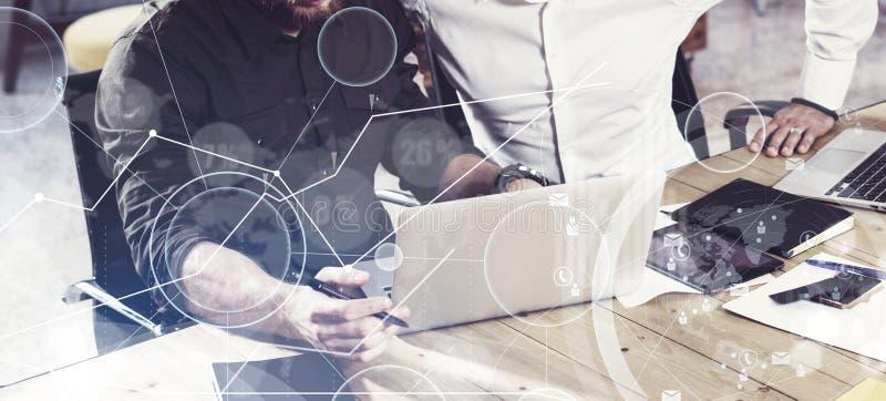 Begreppet av den digitala skärmen, symbolen för faktisk anslutning, diagrammet, graf har kontakt Två mans genom att använda tills arkivfoto