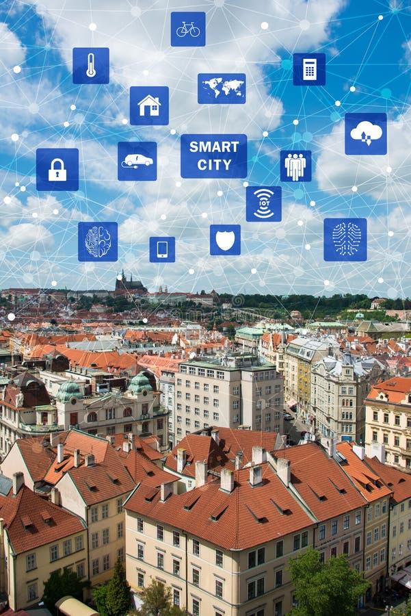 Begreppet av den smarta staden och internet av saker royaltyfria foton