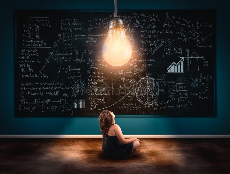 Begreppet av lösning av en matematikformel royaltyfri fotografi