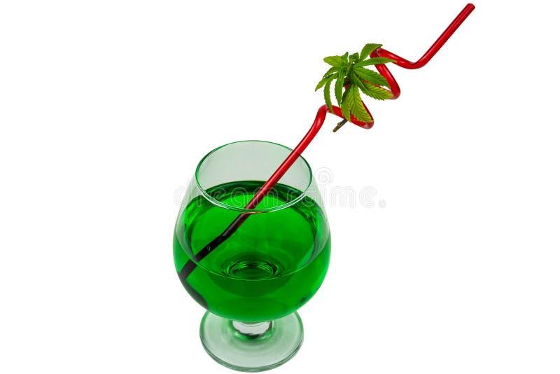 Begreppet av marijuanacoctailen, dricker att inneh?lla thc eller cbd royaltyfri foto