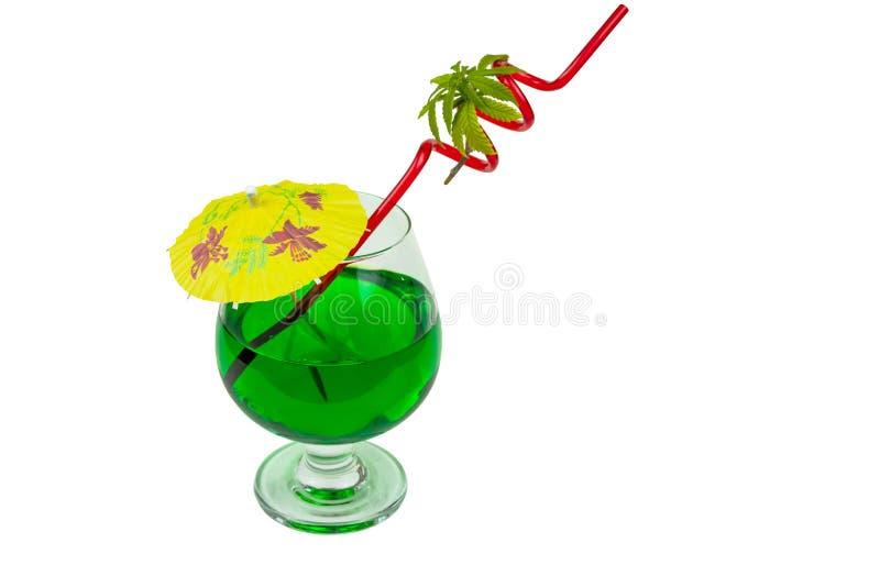 Begreppet av marijuanacoctailen, dricker att inneh?lla thc eller cbd royaltyfri fotografi