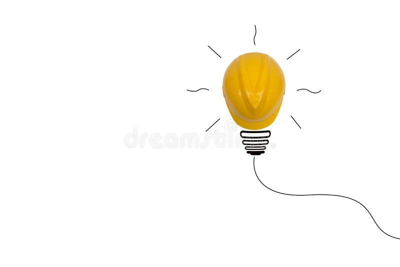 Begreppsidé med den gula hjälmen som en isolat för ljus kula fotografering för bildbyråer