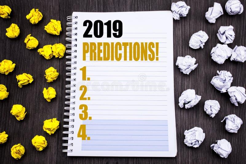 Begreppsmässig överskrift för handhandstiltext som visar 2019 förutsägelser Affärsidé för Predictive skriftligt för prognos på de arkivfoto