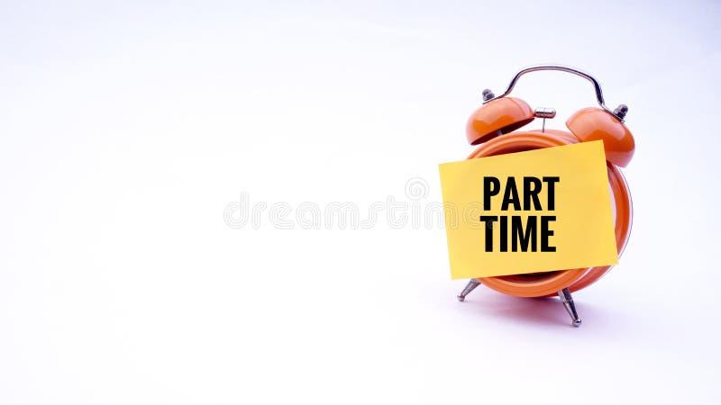 Begreppsmässig bild av affärsidéen med ord som är deltids- på en klocka med en vit bakgrund Selektivt fokusera arkivbilder