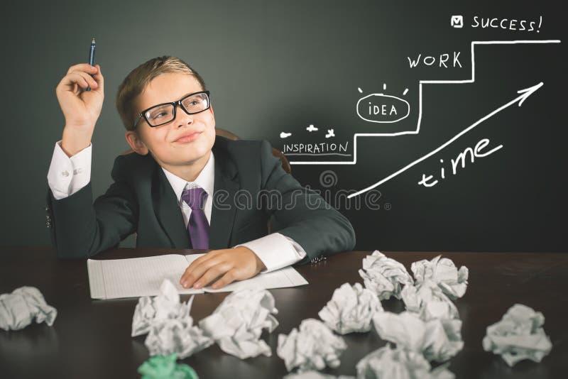 Begreppsmässig bild av affärsplanet för start-up affärsstrategi arkivbilder