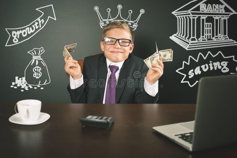 Begreppsmässig bildkonung av banker Hållande pengar för lyckad bankir arkivfoto