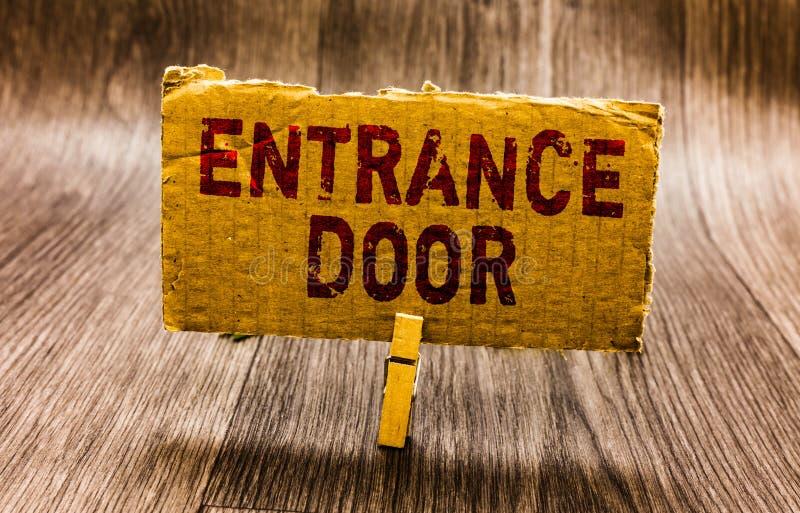 Begreppsmässig dörr för ingång för handhandstilvisning Väg för affärsfototext i papper för portal för passage för Ingress för dör royaltyfri foto