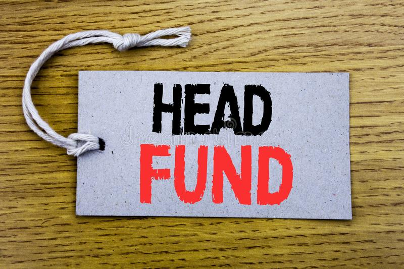 Begreppsmässig fond för huvud för visning för överskrift för handhandstiltext Affärsidé för investeringfinansieringpengar som är  arkivfoto