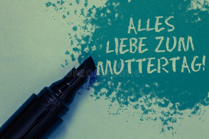 Begreppsmässig handhandstil som visar Alles Liebe Zum Muttertag Affärsfoto som ställer ut lycklig affektion för gratulationer för arkivfoton
