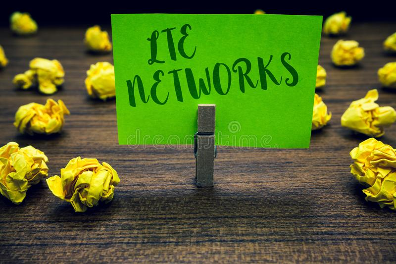 Begreppsmässig handhandstil som visar Lte nätverk Anslutning för nätverk för affärsfototext som snabbast är tillgänglig för trådl vektor illustrationer