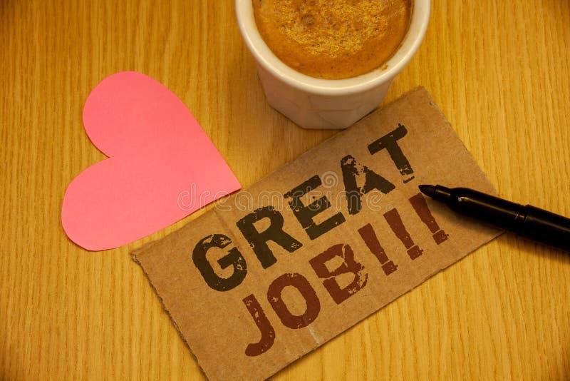 Begreppsmässig handhandstil som visar stora Job Motivational Call Komplimang för resultat för arbete för affärsfototext utmärkt b arkivbilder