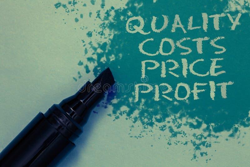 Begreppsmässig handhandstil som visar vinst för pris för kvalitets- kostnader Affärsfotoet som ställer ut jämvikt mellan wothines royaltyfria bilder