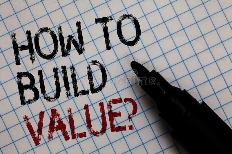 Begreppsmässig handhandstilvisning hur man bygger värdefråga Vägar för affärsfototext för att framkalla att växa bygga en affär B arkivfoto