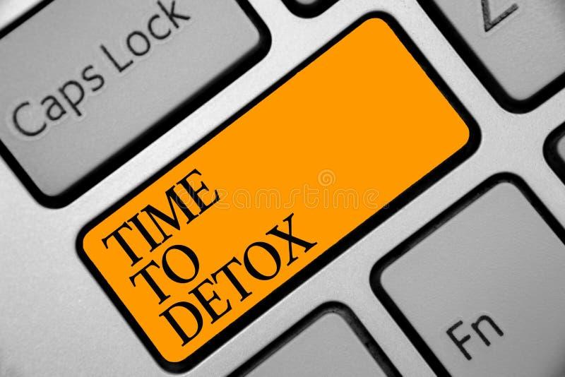 Begreppsmässig handhandstilvisning Tid till detoxen Affärsfoto som ställer ut ögonblicket för Diet clea för behandling för böjels royaltyfria foton