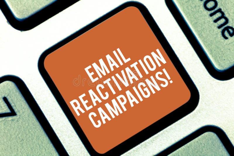 Begreppsmässiga aktioner för återaktivering för Email för handhandstilvisning Affärsfototext startade emailen för att sova royaltyfri foto