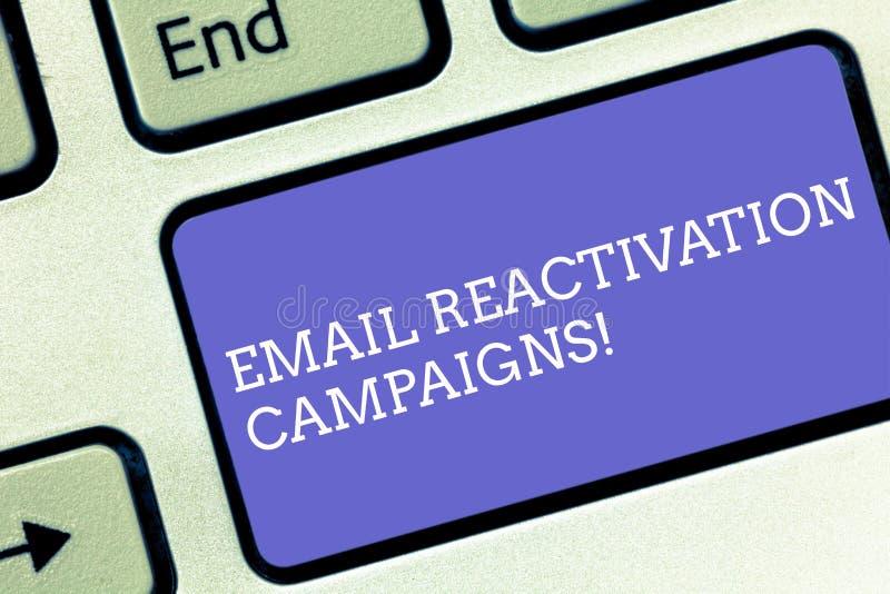 Begreppsmässiga aktioner för återaktivering för Email för handhandstilvisning Affärsfototext startade emailen för att sova arkivbilder
