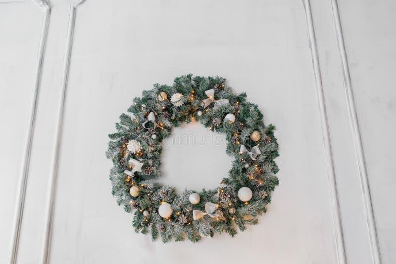 Begreppsmässigt foto för pepparkakaman för julkortbakgrund arkivfoto
