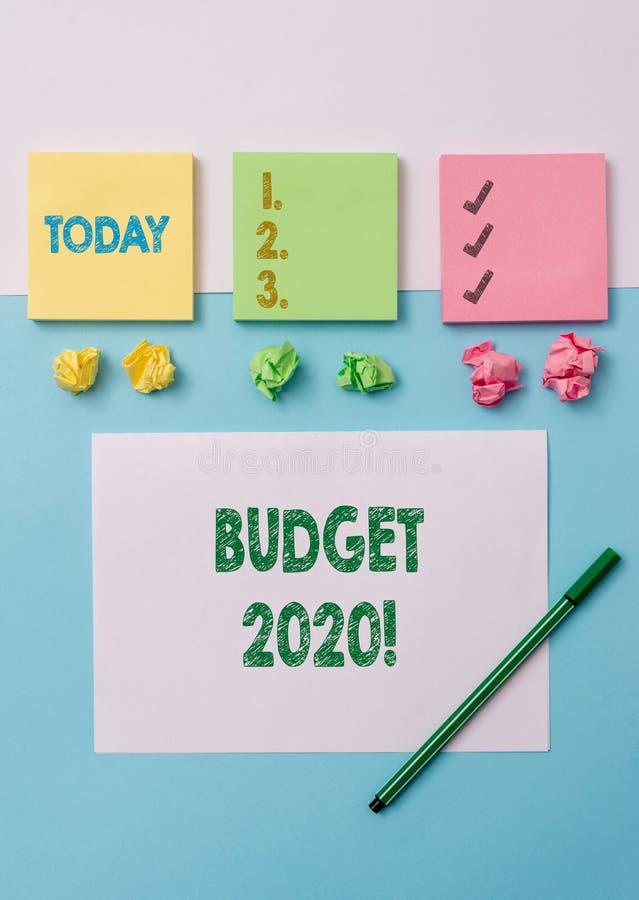 Begreppsm?ssig budget 2020 f?r handhandstilvisning Bed?mning f?r aff?rsfototext av inkomst och f?rbrukning f?r n?sta eller aktuel arkivbild