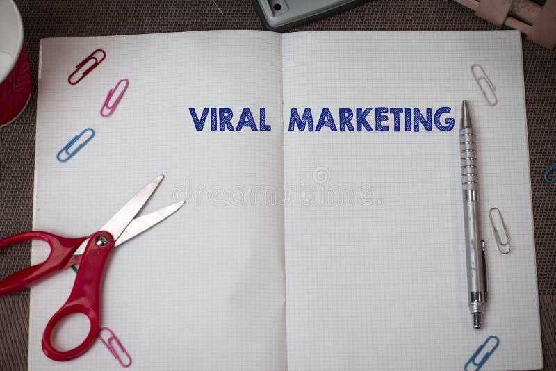 Begreppsm?ssig handhandstil som visar virus- marknadsf?ring Affärsfototext, varigenom konsumenten uppmuntrade information om akti fotografering för bildbyråer