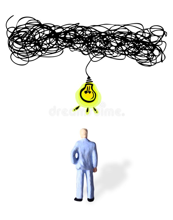 Begriffs-, älterer Geschäftsmann, schwierige Weise gegenüberstellend, Idee für Lösung seines Problems zu erhalten stockbilder