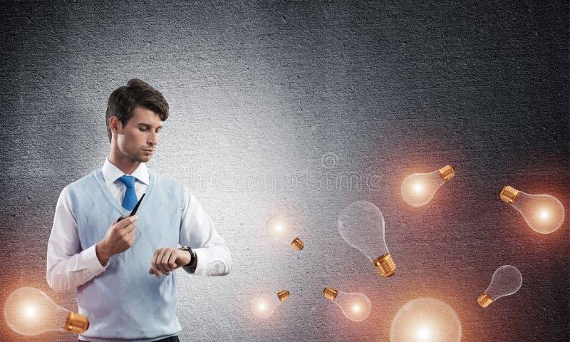 Begriffsbild des jungen Geschäftsmannes lizenzfreies stockfoto