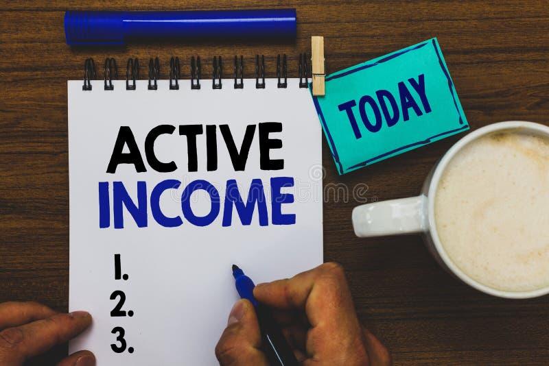 Begriffshandschrift, die aktives Einkommen zeigt Geschäftsfototext Abgaben-Gehalts-Pensions-Kapitalanlagen-Tipp-Manngriff stockbild