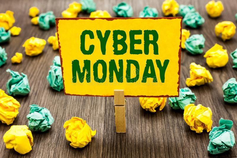 Begriffshandschrift, die Cyber Montag zeigt Geschäftsfoto-Text Marketingbegriff für Montag nach Erntedankfest in den US C lizenzfreies stockbild