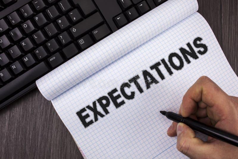 Begriffshandschrift, die Erwartungen zeigt Enorme Verkäufe des Geschäftsfoto-Textes in den Aktienmarktannahmen durch ein sachvers lizenzfreies stockbild