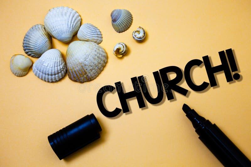 Begriffshandschrift, die Kirche zeigt Geschäftsfototext Kathedralen-Altar-Turm-Kapellen-Moscheen-Schongebiet-Schrein-Synagoge-Tem lizenzfreie stockbilder
