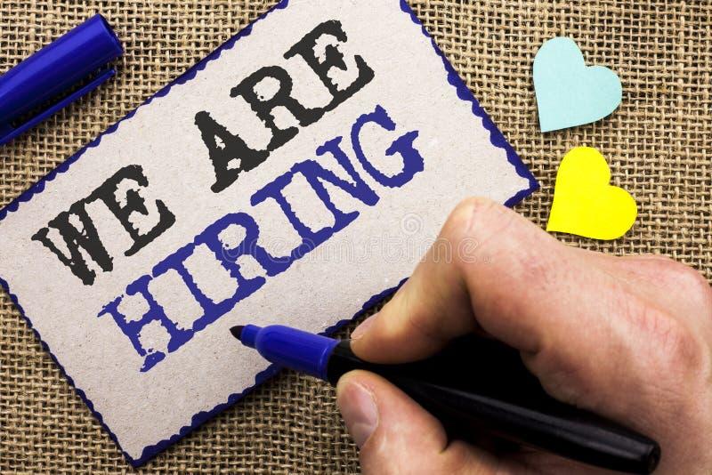 Begriffshandschriftvertretung, die wir anstellen Geschäftsfoto Präsentationstalent, das Job Position Wanted Workforce Stunde Recr lizenzfreie stockbilder